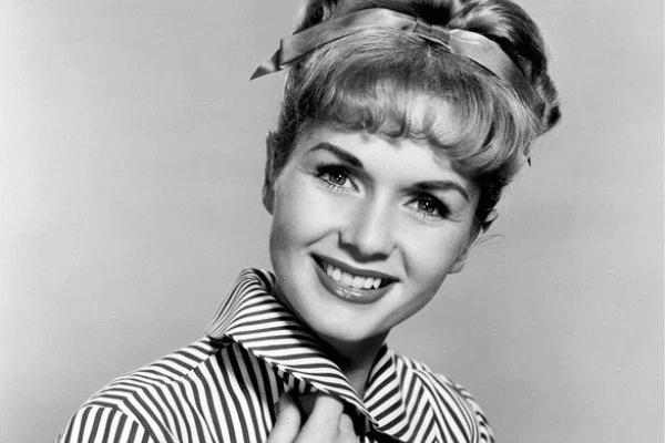 Debbie Reynolds Measurements Bra Size Height Weight